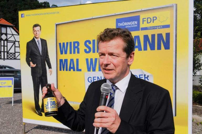 El candidato Uwe Barth en la presentación de la campaña.