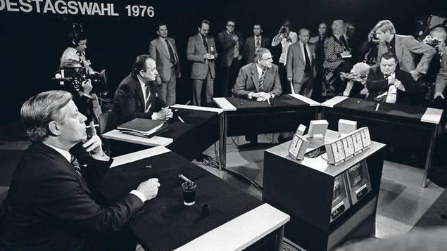 Ronda de los elefantes de 1976. Participaron el canciller Helmut Schmidt (SPD) y los candidatos Helmut Kohl (CDU), Hans Dietrich Genscher (FDP) y, pese a no ser candidato, el líder de la CSU, Franz Josef Strauss. Fuente: Tagesspiegel.